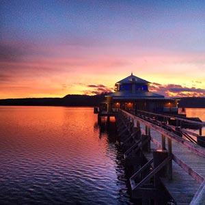 Solnedgång bakom Ulricehamns Kallbadhus